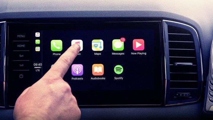Od handsfree po vždy online: Jak se měnila konektivita v autech?