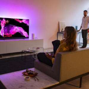 Philips zahajuje prodej televize OLED+ 903 se zvukem od Bowers & Wilkins