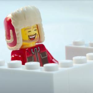 LEGO ve videu ukazuje, jak se čůrá na Antarktidě