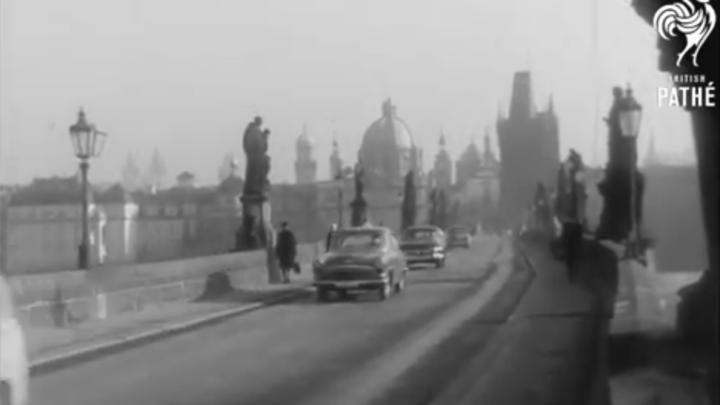 Video ukáže, jak vypadala vánoční Praha v roce 1964