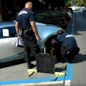 Pražská městská policie nasazuje botičku na Bugatti Veyron. Podívejte se na video!