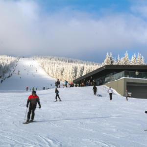 Češi jsou národ lyžařů, každý třetí vyráží na zimní dovolenou