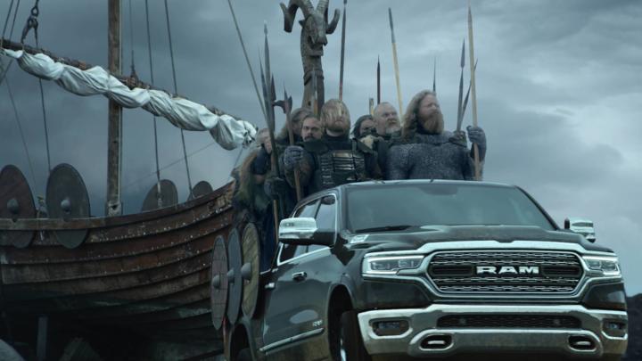 Letošní automobilové reklamy pro Super Bowl ve znamení národní hrdosti a přehnané korektnosti