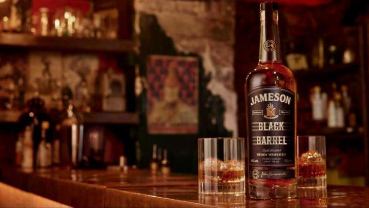 Oslavte svatého Patrika s irskou whiskey Jameson Black Barrel