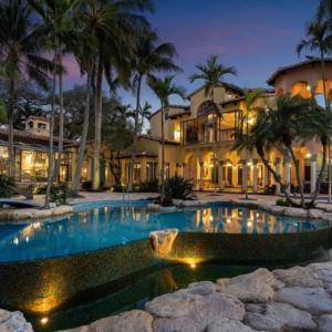 Kupte si dům Tarpon Pointe ve Fort Lauderdale o rozloze 1 900 m², kde zakotvíte jakoukoliv jachtu
