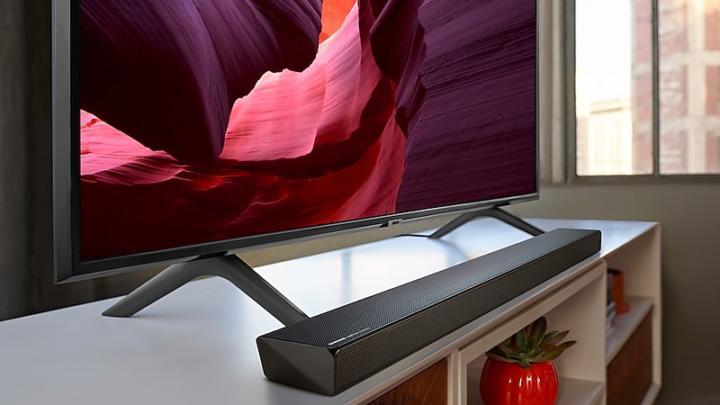 Samsung uvádí na trh nové soundbary řady Q optimalizované pro televizory QLED