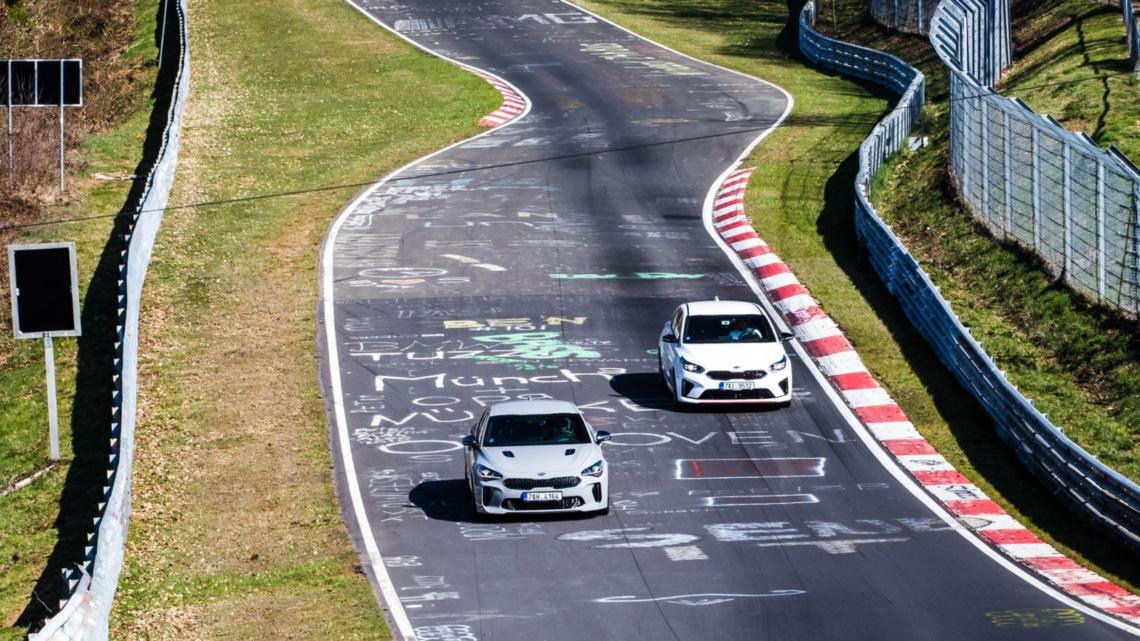 Kia Stinger GT a Kia Proceed GT na okruhu Nürburgring + video