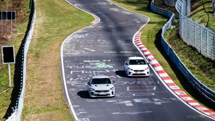 Kia Stinger GT a Kia Proceed GT na okruhu Nürburgring + video