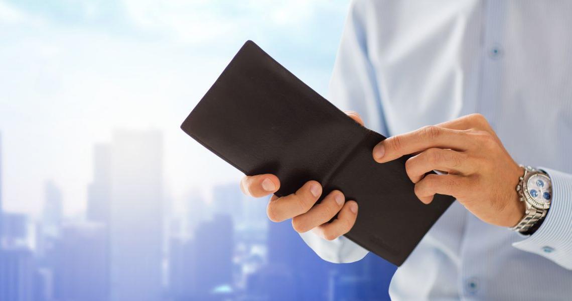 Jak vypadá peněženka dokonalého gentlemana a co v ní nosí?