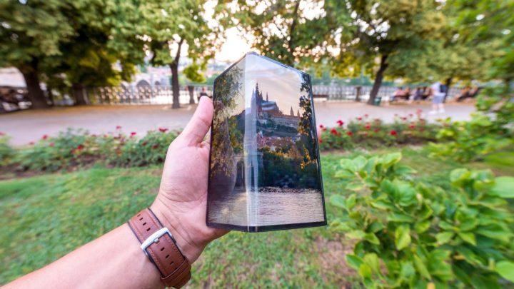 Skládací smartphone Huawei Mate X poprvé navštívil Prahu