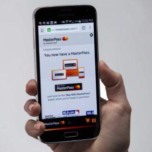 Mastercard: Češi žijí digitálně, mobilem jich už platí takřka třetina a desetina má chytré hodinky