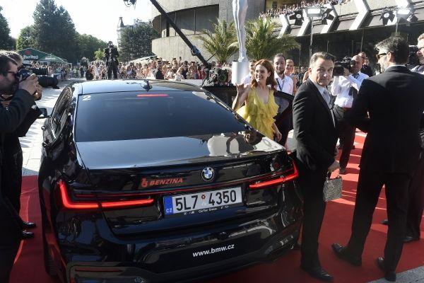 Hosty Mezinárodního filmového festivalu Karlovy Vary přivážela k červenému koberci BMW
