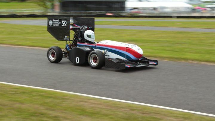 Formule z tiskárny! Studentský tým navrhl unikátní konstrukci závodního vozu