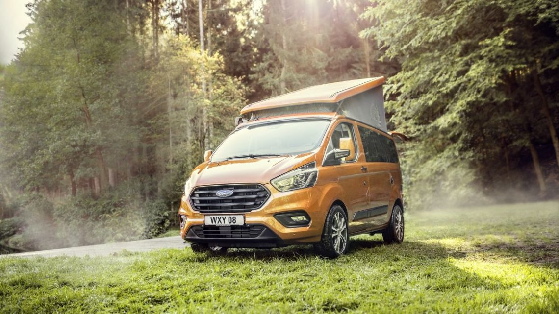 V obytném Fordu Transit Custom Nugget budete online i na cestách